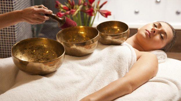 Massaggio sonoro: l'effetto delle vibrazioni delle campane tibetane