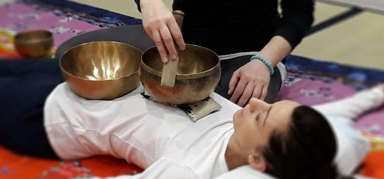 Trattamento sonoro con campane tibetane